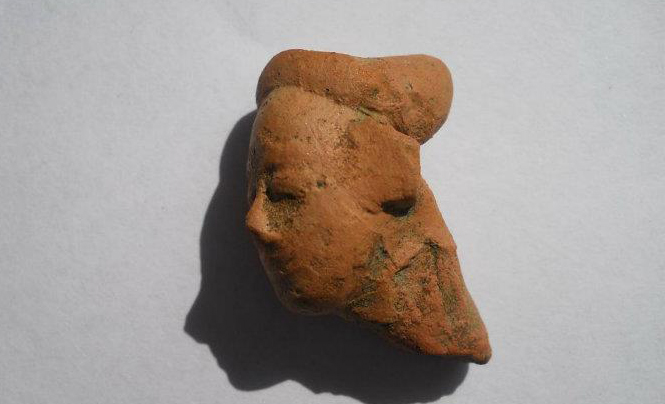 A beautiful terracota figurine, we can still see the expressions on this ancient face.